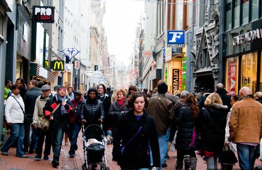 народ на улицах Парижа