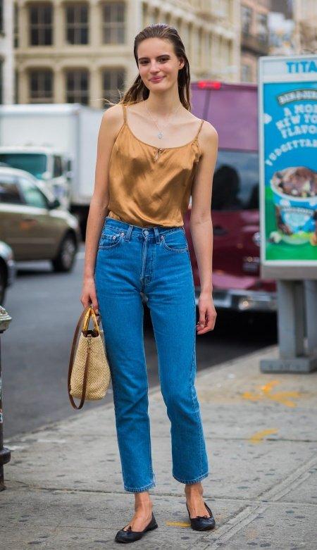 надеть джинсы на обед