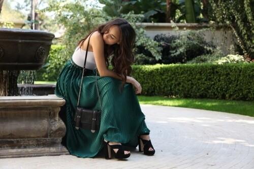 Девушка в юбке, как выбрать юбку для полной