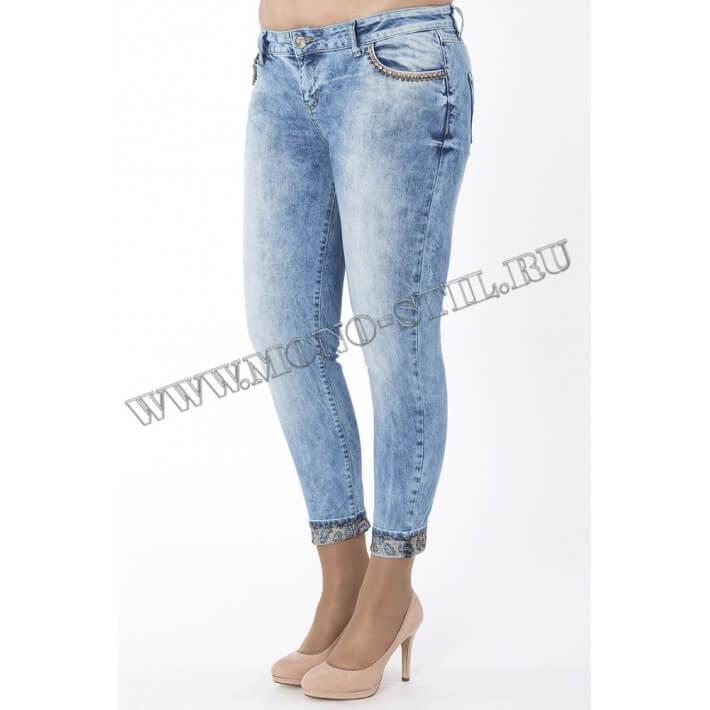 Укороченная модель джинсов бойфрендов