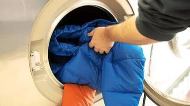 стирать пуховик в стиральной машине, как стирать пуховик на синтепоне, холлофайбере, тинслейте, лебяжьем, гусином, утином пуху