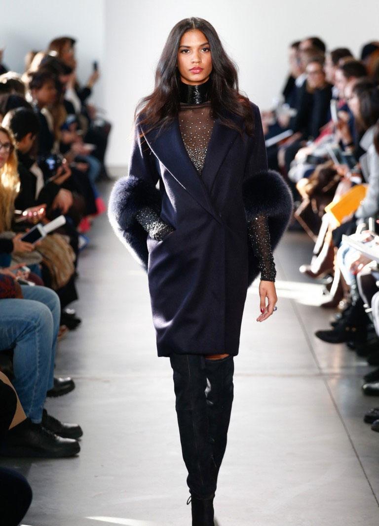 Пальто с меховым воротником-накидкой. Мода зима 2018