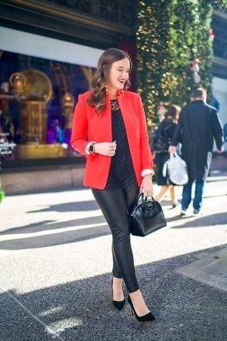 с красным пиджаком