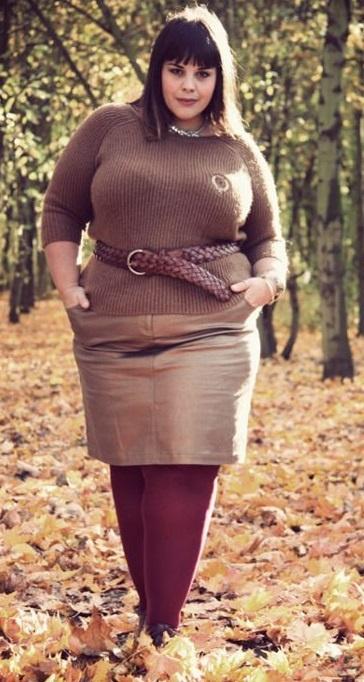 Идеи для модного образа со свитером плюс размер